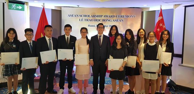 Những gương mặt tiêu biểu đã nhận được học bổng Singapore 2018