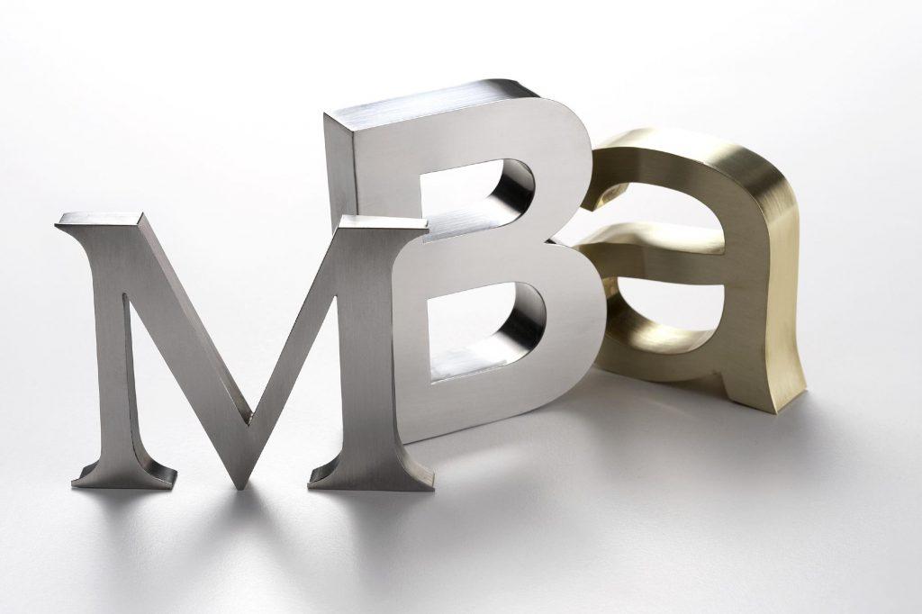 Học phí trung bình của một khóa MBA